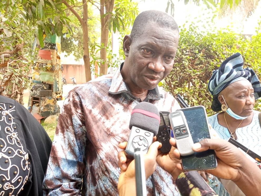 Burkina Faso : L'écrivain Modibo Coulibaly fait dédicacer sa première œuvre littéraire