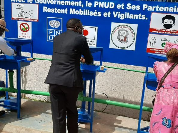 Burkina Faso : Lutte contre le COVID-19, le PNUD équipe la commune de Bobo-Dioulasso en lave-mains grand public